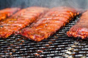 تصویر کباب کردن گوشت در باربیکیو