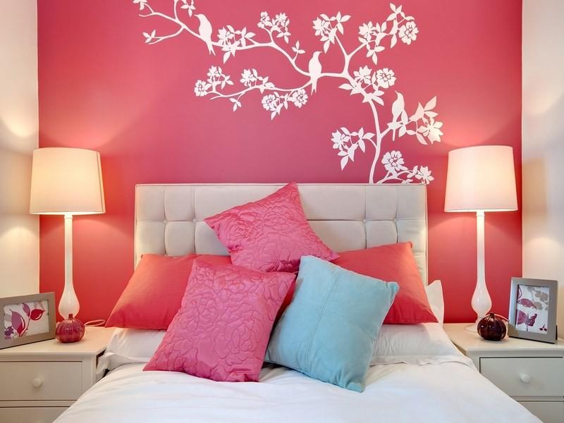 تصویر نقاشی صورتی دیوار اتاق خواب