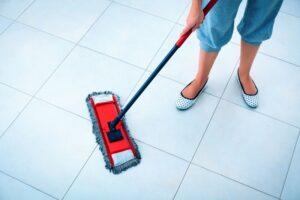تصویر تمیز کردن سنگ کف