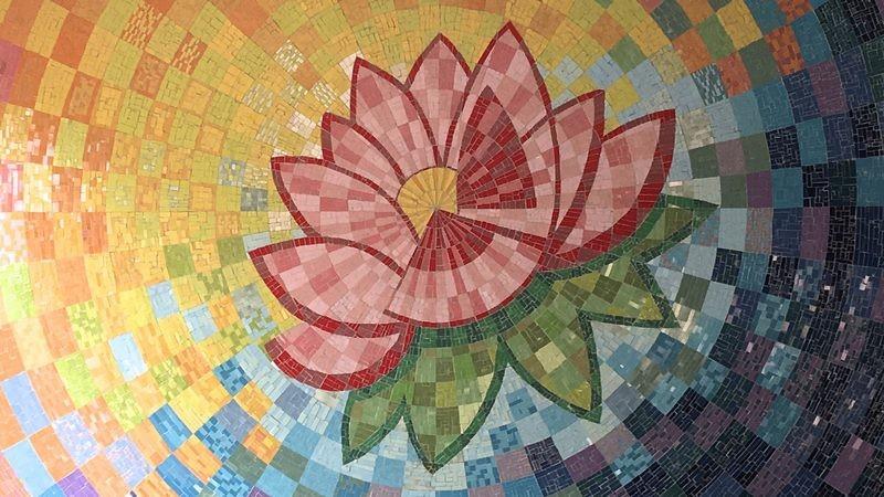 تصویر موزاییک با طرح گل نیلوفر آبی