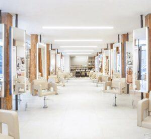 تصویر سالن سفید آرایشگاه